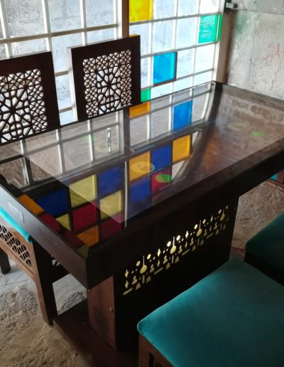 Usensi restaurant tables